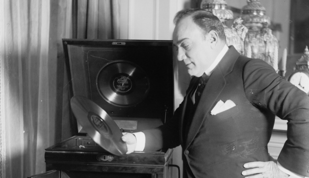 Caruso with record